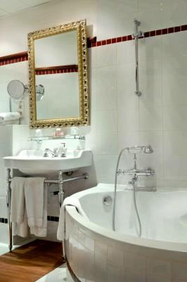 Hotel Trocadero La Tour – Bathroom in the Superior Room